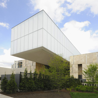 View of the Barnes Foundation from 21st Street.